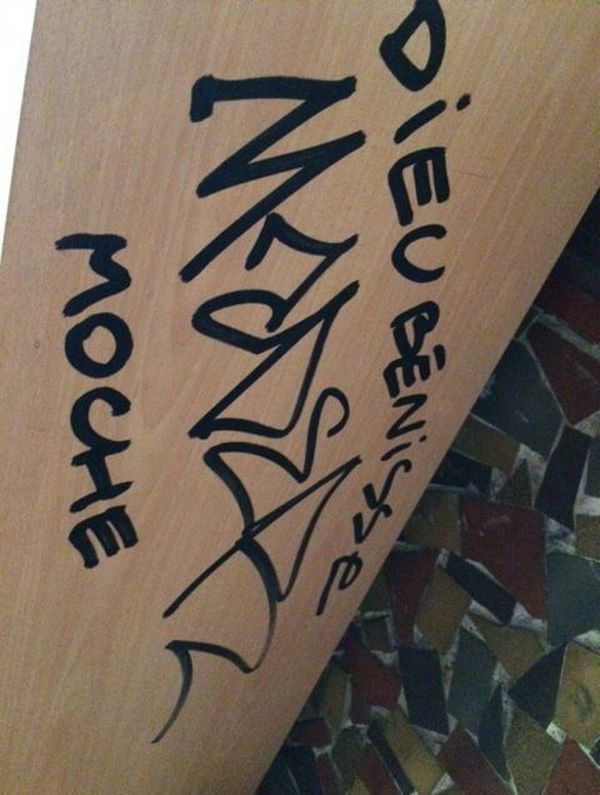 Tags dans l'église vandalisée de Notre-Dame-des-Enfants