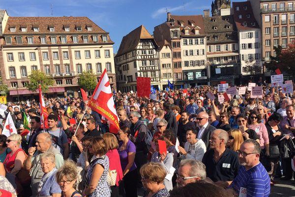 Manifestation à Strasbourg place Kléber contre la baisse des APL, mardi 17 octobre.