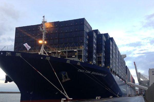 Le Bougainville à quai ce mardi matin. Il fait 400 mètres de long, plus grand que la Tour Eiffel