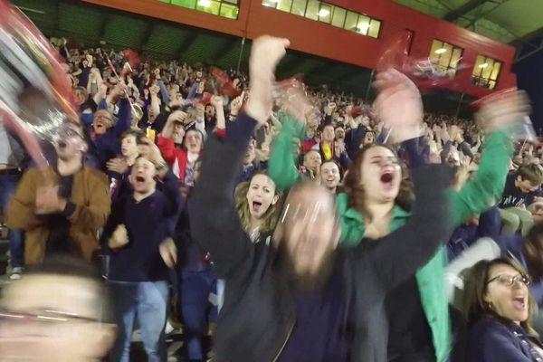Le public en liesse lors de la victoire du Rouen Normandie Rugby le 24 mai 2019. Grâce à ce succès, le club s'assure la montée en pro D2. Une première pour une équipe normande.
