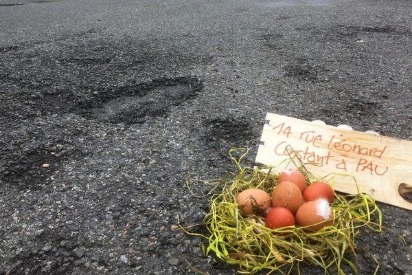 Un cliché humoristique pour souligner la multiplication des nids de poules à Pau et son agglomération.