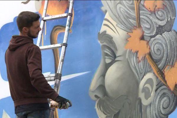 Les graffeurs prennent possession du mur de la cité U de Nancy Boudonville