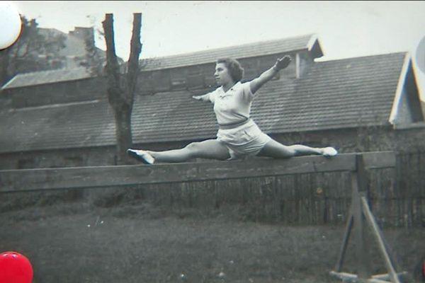 Suzanne Sallaud, doyenne du club entraîne les jeunes gymnastes de la Patriote à Limoges. L'ex championne a conservé dans ses archives quelques photos.