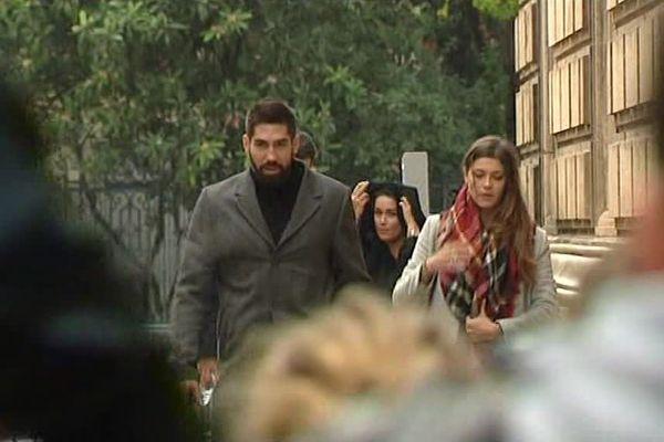 Nikola karabatic et Géraldine Pillet à leur arrivée à la cour d'appel de Montpellier le 21 novembre 2016.