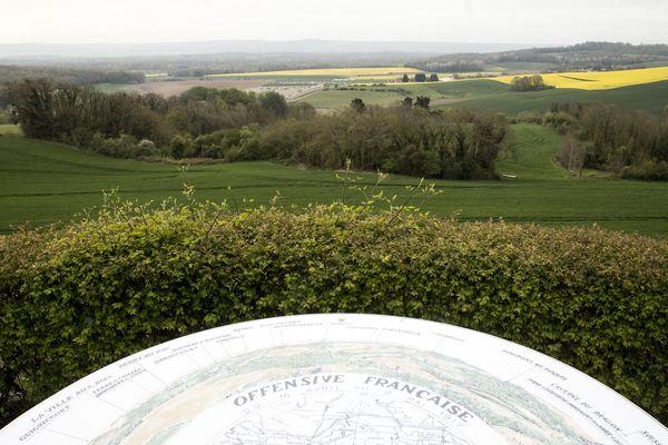 Le 16 avril 2017, un pupitre commémoratif a été inauguré par François Hollande sur le plateau de Californie surplombant le chemin des Dames, près de Craonne (Aisne).