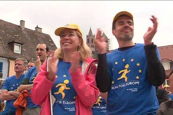 """Katja et Lionel lors de leur participation à la course """"Run for Europe"""", le 19 mai 2019"""