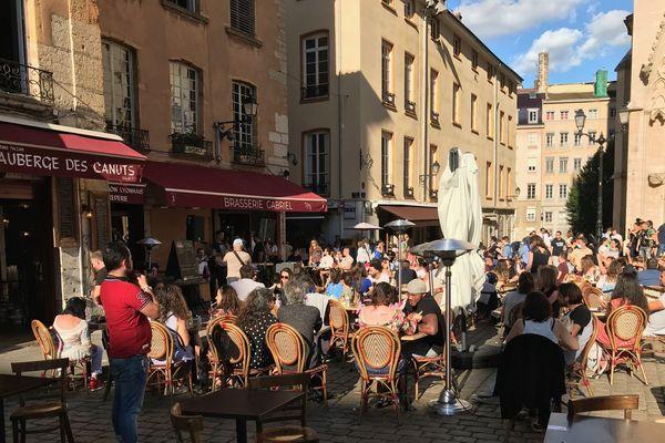 Pas de concerts en plein air mais des artistes présents dans les cafés et restaurants.