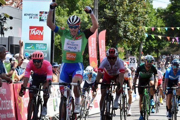 Le Beauvaisien Arnaud Démare a remporté sa 2e étape de la Route d'Occitanie avec le maillot vert sur les épaules, dimanche 23 juin à Clermont-Pouyguillès (Gers).