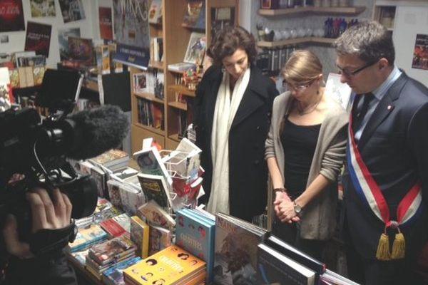 La ministre de la Culture et de la Communication a débuté sa visite dans les Ardennes par la rencontre des responsables du café-librairie Plume et Bulle de Charleville-Mézières.