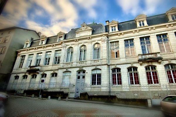Les mis en cause ont été alertés à plusieurs reprises qu'ils louaient leurs appartements à des prostitués, sans réactions de leur part.