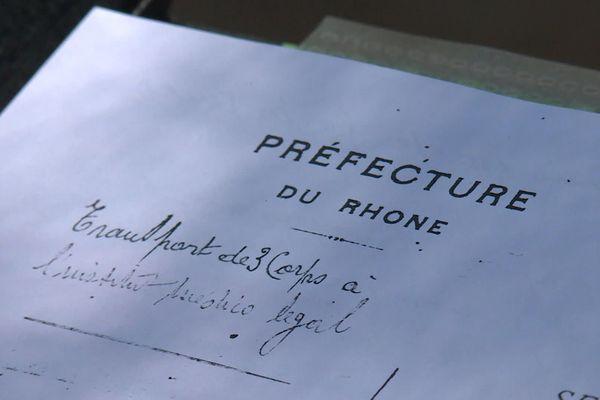 Un histoire retrouve un document attestant de l'exécution dans les caves de la préfecture du Rhône de trois hommes à Lyon. Ils sont les premières victimes civiles de la guerre à Lyon