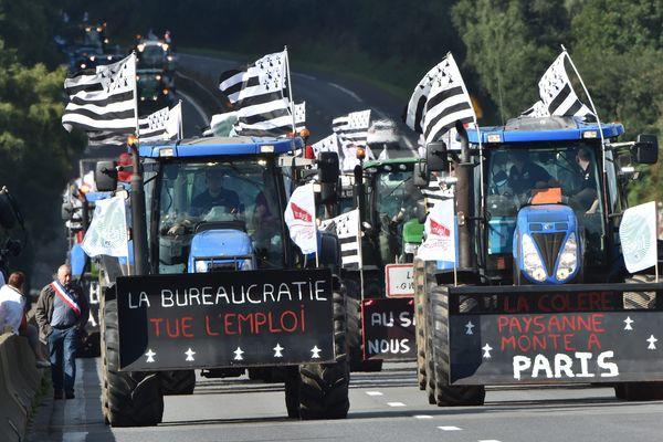 Les tracteurs finistériens en route pour Paris.