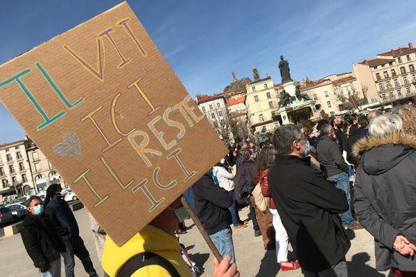Voici une des pancartes affichées mercredi 10 mars au Puy-en-Velay.