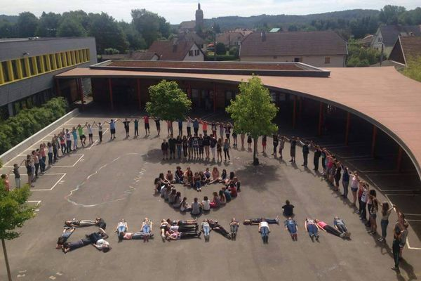 A Champagney, au collège Victor Schoelcher, l'hommage des collégiens à leur copain mort noyé