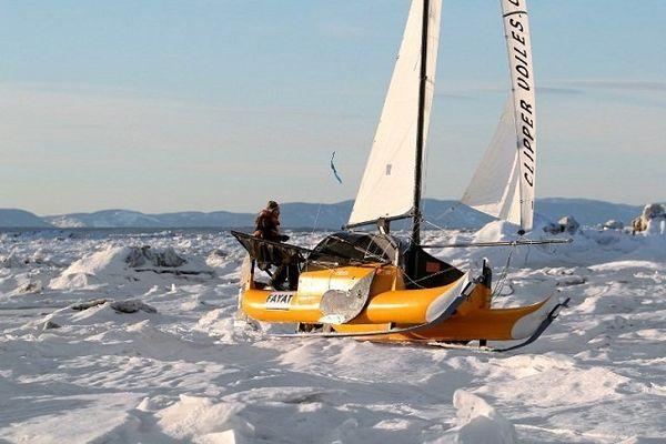 Sebastien Roubinet et son catamaran-char à voile lors de tests réalisés en juillet 2011 au Canada