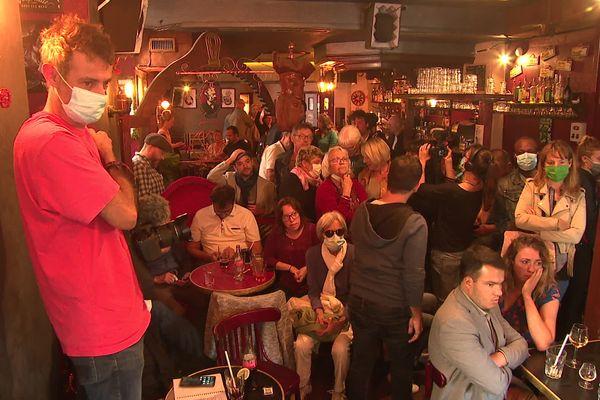 Les soutiens d'Éric Piolle s'étaient réunis dans un bar de la rue Montorge à Grenoble pour suivre en direct l'annonce des résultats.