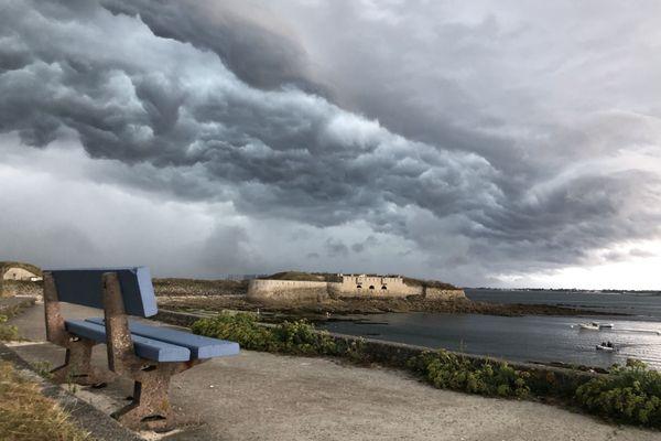 Le 15 août 2020, un impressionnant arcus s'est formé au-dessus de Porh Puns à Gâvres, dans le Morbihan.