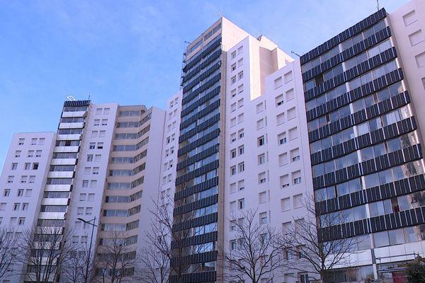 Dans cet immeuble de Gennevilliers, les habitants qui habitent au-dessus du 9e étage n'ont plus accès à l'eau.