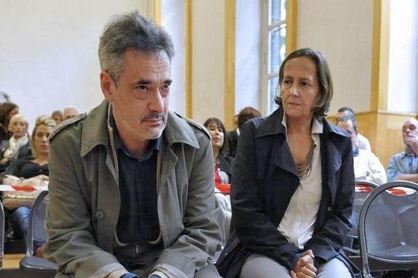 Frédéric et Paola Marin, les parents d'Agnès, le 29 septembre 2014 à Riom, dans le Puy-de-Dôme, avant le début du procès de Matthieu Moulinas.