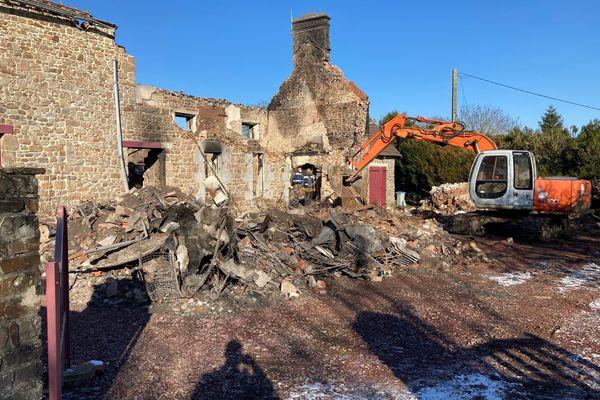 Incendie de Saussey dans la Manche : un corps retrouvé dans les décombres par des chiens de recherche