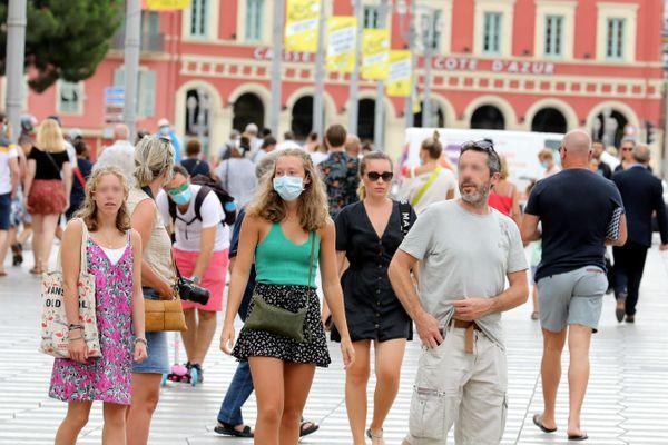 Il y a eu des touristes cet été sur la Côte d'Azur, mais deux fois moins que les autres années et ils ont moins dépensé.