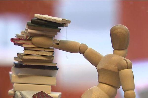 L'univers des livres à regarder d'Annette Vassiliu à la librairie Eureka Street à Caen.