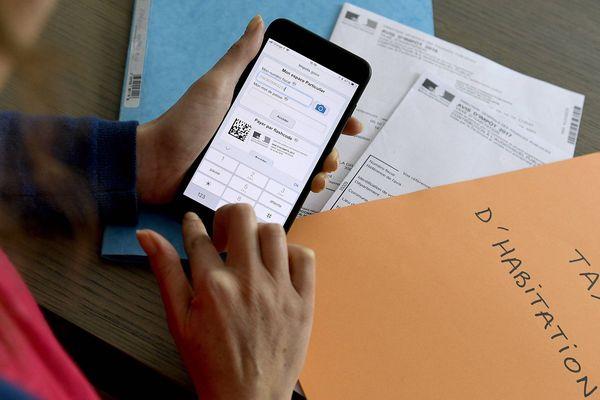 """Mis en ligne par le ministère de l'Action et des comptes publics, un simulateur permettra à chacun de savoir """"s'il bénéficiera des baisses de la taxe d'habitation et des cotisations sociales qui prendront effet dès 2018"""", écrit le ministère dans un communiqué."""