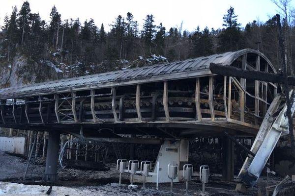 """La cabine de départ du télésiège """"Le Family"""" entièrement détruite"""