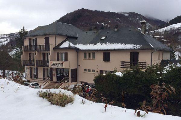 Dans le Cantal, les propriétaires de l'hôtel du Griou recherchent un repreneur depuis 5 ans.