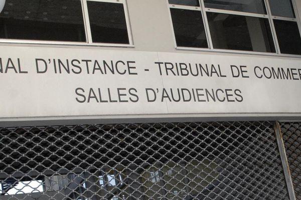 Nouveau report pour le tribunal de commerce de Poitiers .
