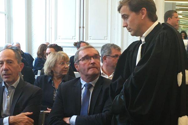 26 novembre dernier : Germinal Peiro et une délégation de soutien venus assister au résultat de la requête qu'ils ont déposé pour la poursuite du chantier de Beynac devant le tribunal administratif de Bordeaux