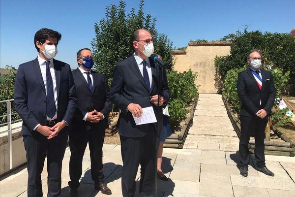 Jean Castex en visite dans les vignes du Sancerrois