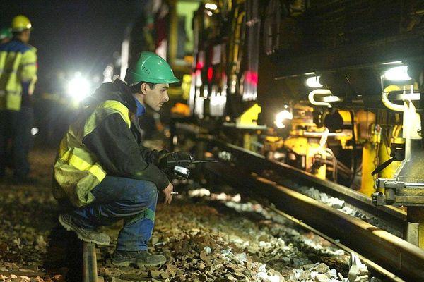 Un chantier de renouvellement des voies ferrées