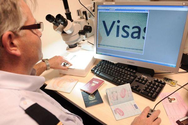Illustration : des contrôles sur les visas permettent de mettre à jour de vastes escroqueries
