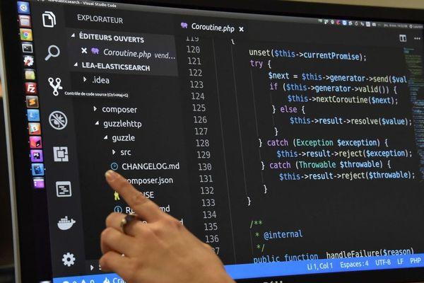 Les développeurs web conçoivent des sites internet et intranet, des applications pour tablettes et smartphones, des outils en ligne...