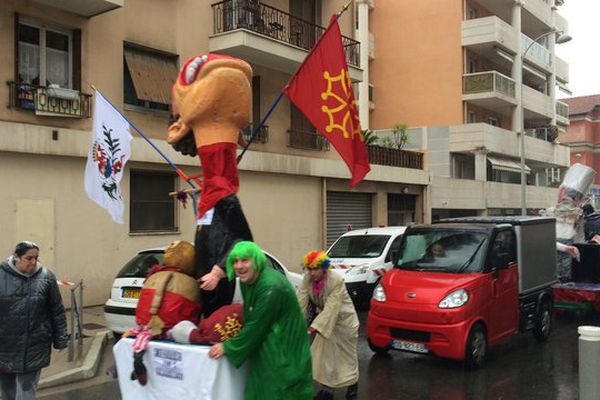 Le carnaval indépendant sous la pluie ce dimanche à Nice.