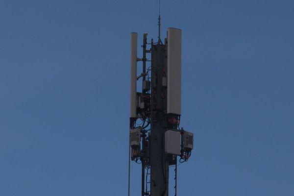 A Trélazé, Orange installe des pylônes 5G sans demander au maire