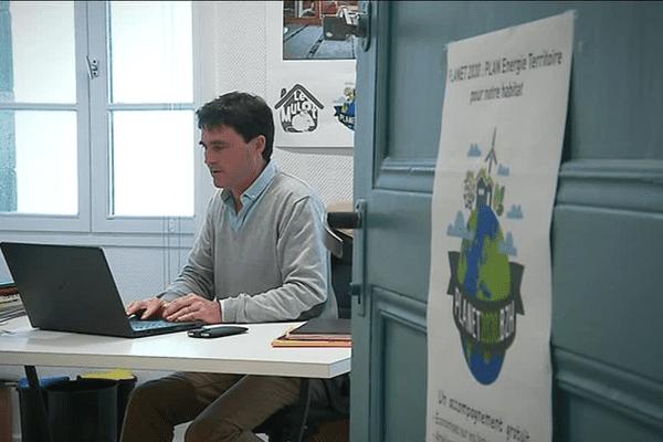 Vincent Haentjens, fondateur du site le-mulot.fr, s'appuie sur un réseau d'entreprises locales pour proposer des services via internet.