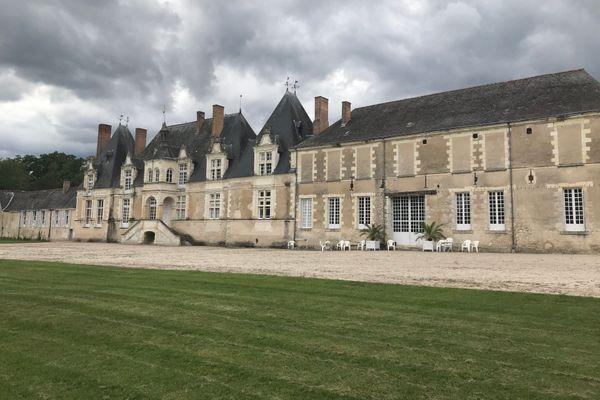 La façade sud et l'orangerie du château de Villesavin dans le Loir-et-Cher