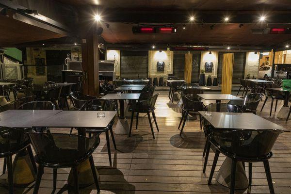 Illustration : avec le couvre-feu, les bars sont vides à 21h.