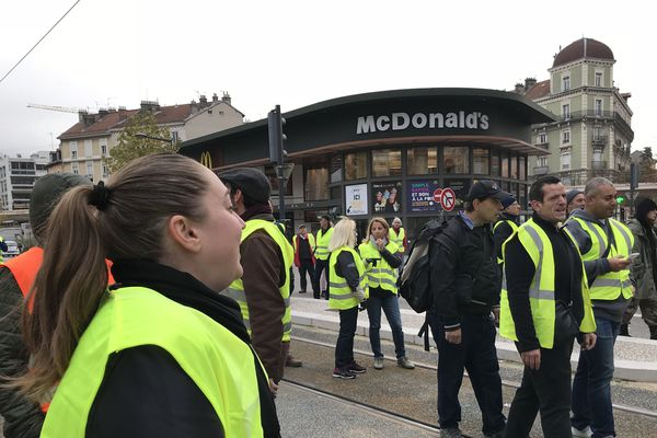 Ils sont 150 en centre-ville à Grenoble
