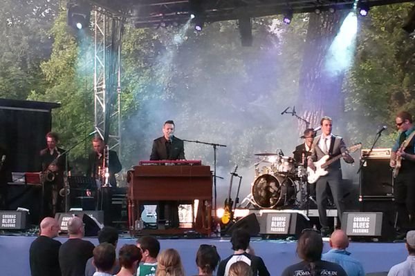 Léon Newars and The Ghost Band sur scène à Cognac