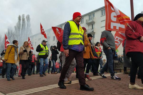 Manifestation contre la réforme des retraites à Tergnier, dans l'Aisne, ce samedi 28 décembre.