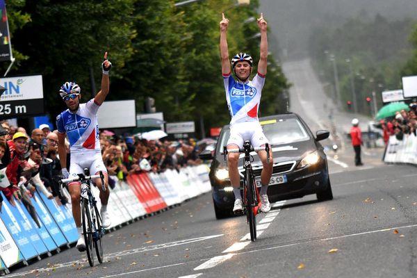 David Gaudu , vainqueur de la 3ème étape du Tour de l'Ain, devant son coéquipier FDJ, Thibaut Pinot, à Oyonnax.