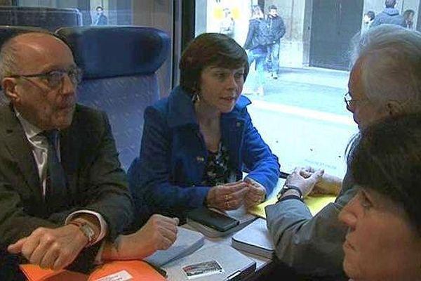 Montpellier - Carole Delga se rend en TER aux Etats généraux du rail à Baillargues - 25 mars 2016.