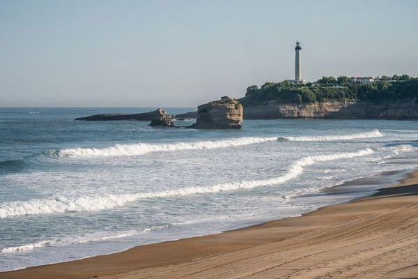 La grande plage de Biarritz, interdite d'accès pendant le confinement, sur le point de rouvrir.