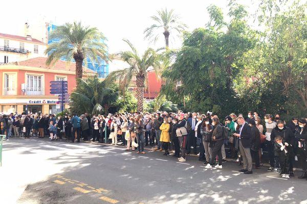 300 personnes rassemblées ce mercredi à Menton.
