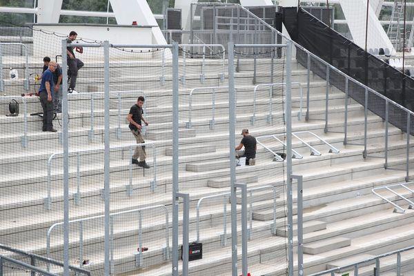 De nouveaux gardes-corps ont été installés en spetembre dans la tribune visiteurs du stade de la Licorne d'Amiens.