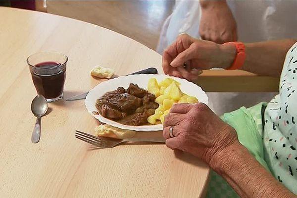 Un repas adapté aux seniors est un repas dont les apports nutritionnels ont été augmentés