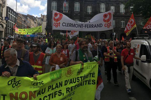 Troisième journée mobilisation dans la fonction publique, depuis octobre dernier. A Clermont-Ferrand, plus de 2.000 personnes ont manifesté.